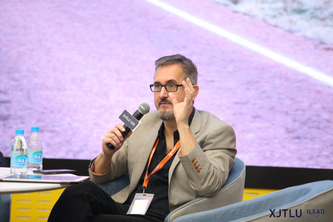 Moodle creator: education should prepare students to face global issues